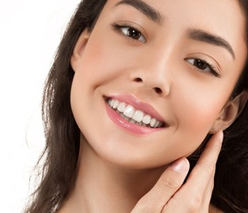 Dr Greenberg describes the advantages of aesthetic dental work