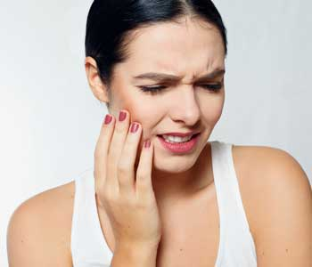 Women has dental emergency image