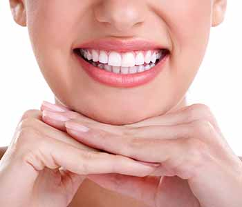 Dr. Greenberg of Mouth Carolina Dentistry ensures patients receive the best whitening kit for them.