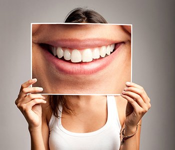 DR Greenberg offers a long-lasting way for patients in Charleston to improve their teeth