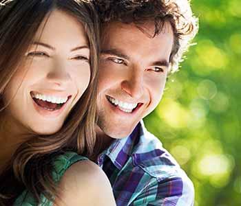 Dentist Charleston Cosmetic Veneers - happy couple, bright teeth