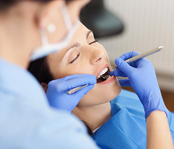 Dentist Explains Advantages and Disadvantages of Veneers in Charleston Sc Area